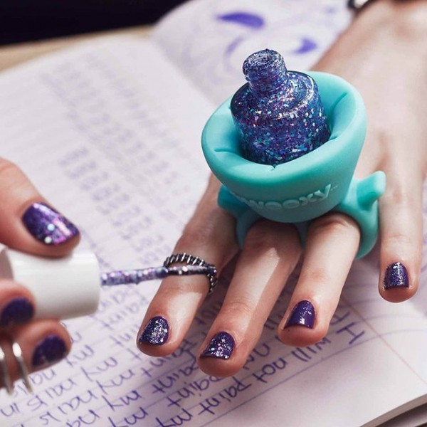 Tweexy Wearable Nail Polish Holder