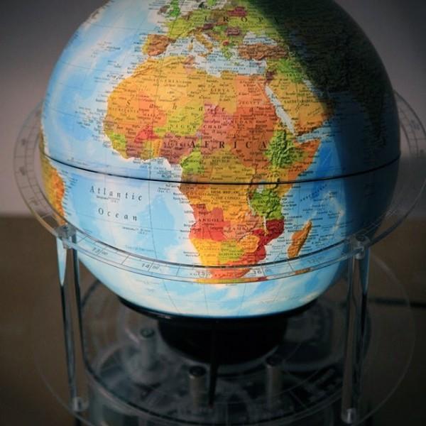 Night 'N Day Mechanical Globe