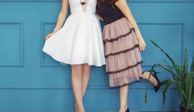 ドレスを着ている女性