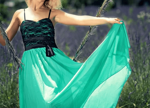 ドレスを着た女性