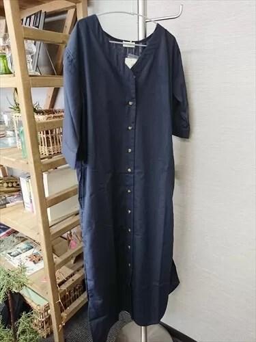 玉村麻衣子さんがセレクトした「earth music&ecology」の羽織りシャツワンピ