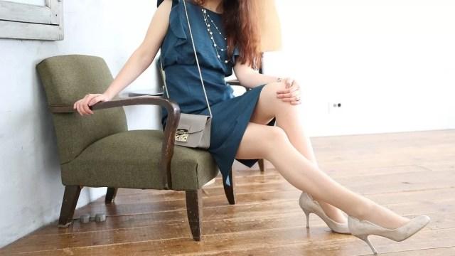 ドレスの女性
