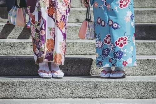 着物の女性2人