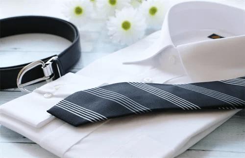 ネクタイとワイシャツ、ベルト