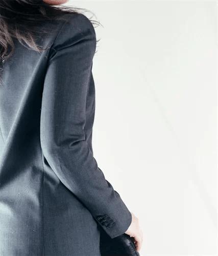 ジャケットの女性