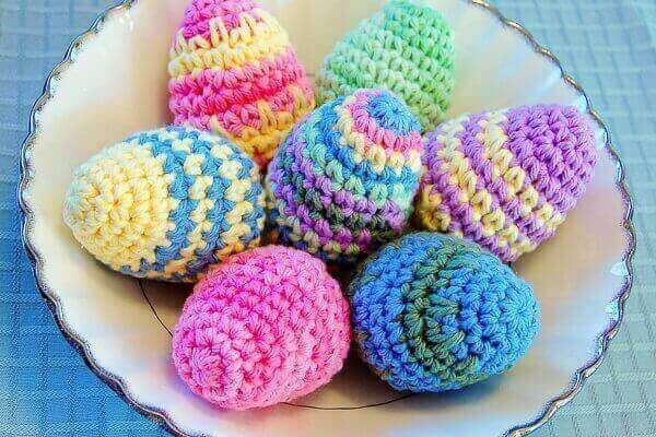 Crocheted Easter Eggs Pattern | www.petalstopicots.com