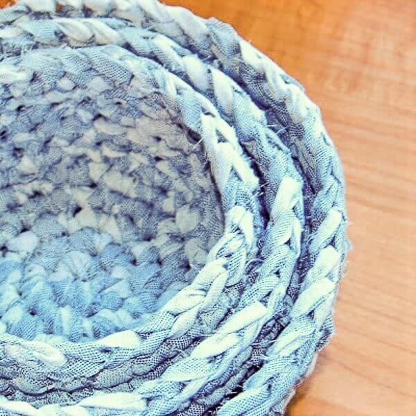 Crochet Fabric Nesting Baskets Pattern | www.petalstopicots.com