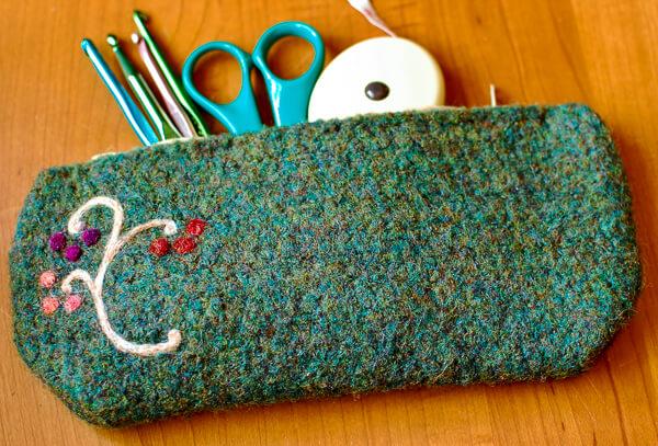 Crochet Case Pattern | www.petalstopicots.com | #crochet #felt #felting