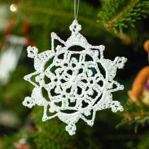 Pretty Picot Snowflake Pattern | www.petalstopicots.com