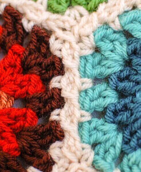 Joining Granny Hexagons With the Crochet Join As You Go Method | www.petalstopicots.com