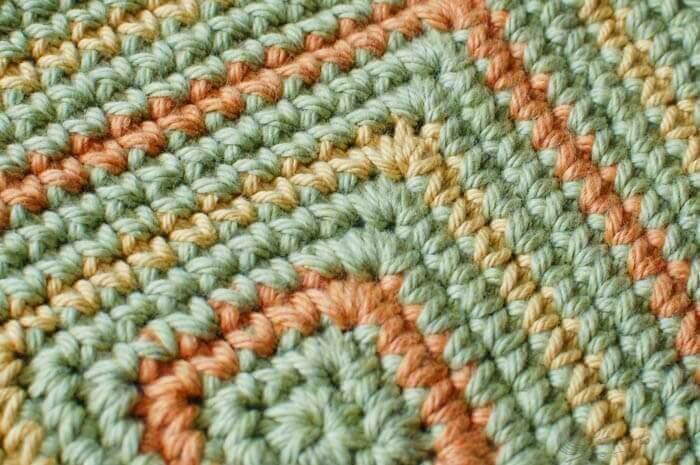 Seeing Squares Crochet Dishcloth Pattern   www.petalstopicots.com   #crochet #fiber
