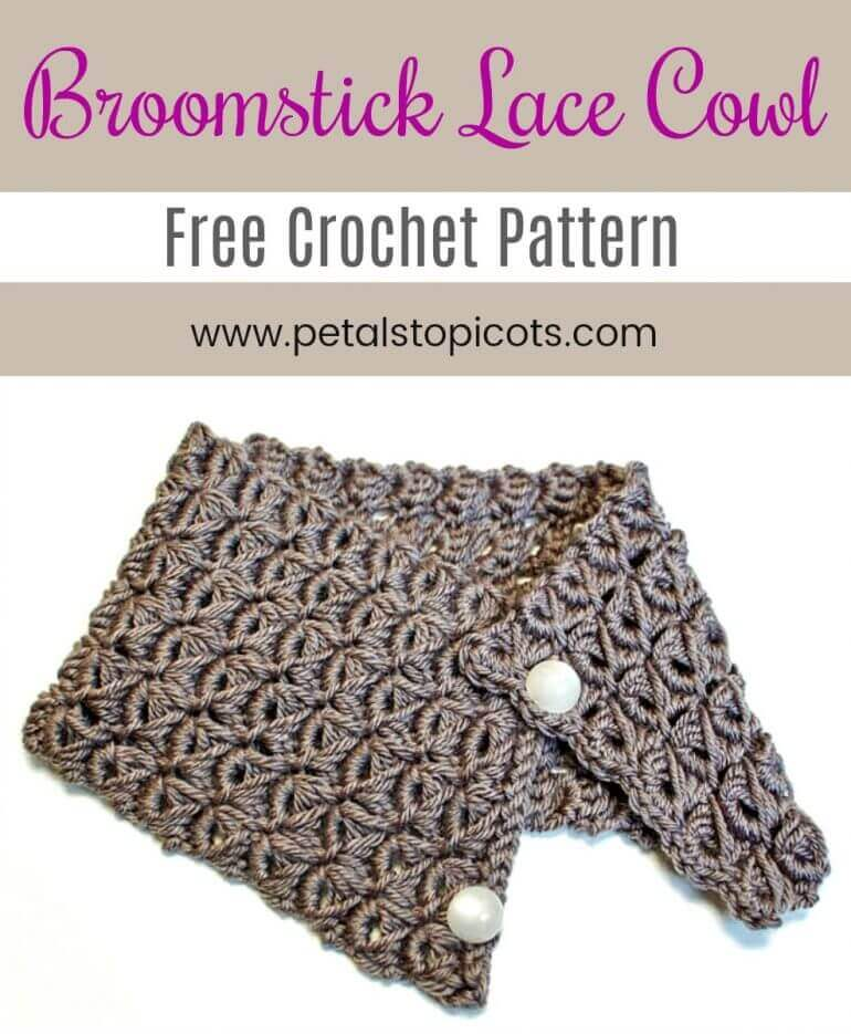 This pretty broomstick lace cowl pattern makes a great accessory for those chilly days. It is also the perfect starter project for those of you who are new to broomstick lace! If you've never tried broomstick lace it's really quick simple and fun to do. #petalstopicots