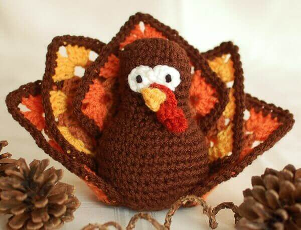Thanksgiving Turkey Free Crochet Pattern | www.petalstopicots.com