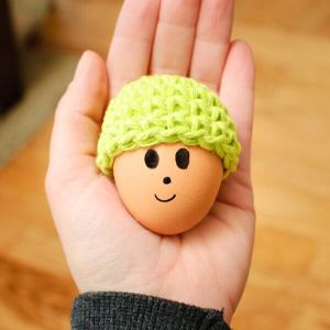 Easter Egg Cozy Crochet Pattern   www.petalstopicots.com   #crochet #Easter #cozy #egg #decor