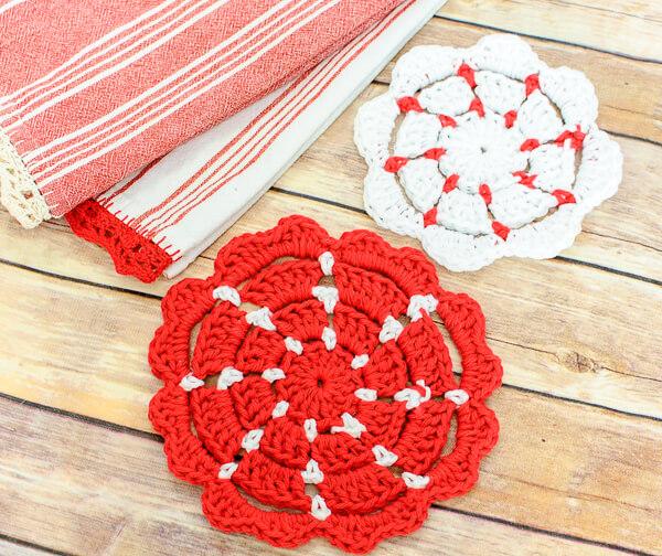 Crochet Potholder Patterns | www.petalstopicots.com | #crochet #hotpad #potholder #pattern #kitchen