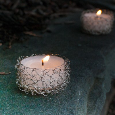 Wire Crochet Tealight Holder Pattern | www.petalstopicots.com