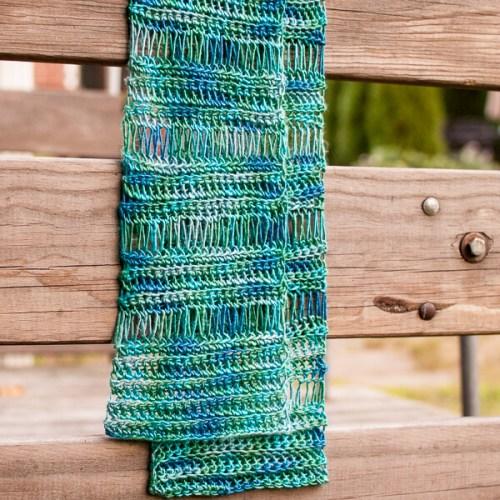 Broomstick Lace Scarf Pattern | www.petalstopicots.com