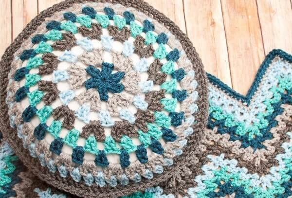 Round Granny Crochet Pillow Pattern   Petals to Picots