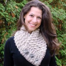 Quick and Comfy Crochet Scarf Pattern | www.petalstopicots.com | #crochet #pattern #cowl #wrap