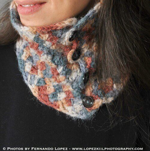 Crochet Neck Warmer Pattern | www.petalstopicots.com | #crochet #pattern #neck #cowl #wrap #warmer