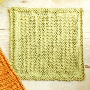 Textured Knit Dishcloth Pattern | www.petalstopicots.com | #knit #dishcloth #pattern #kitchen