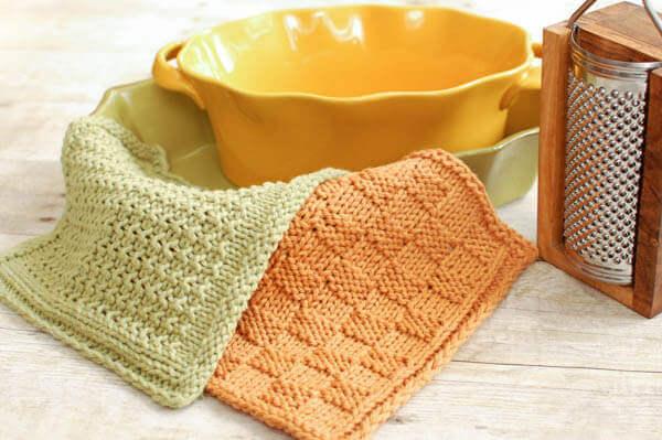 Textured Knit Dishcloth Patterns | www.petalstopicots.com | #knit #dishcloth #pattern #kitchen
