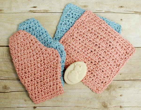 Baby Crochet Bath Set Patterns | www.petalstopicots.com |#crochet #patterns #baby #bath #washcloth