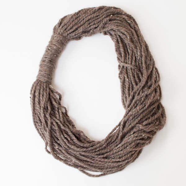 Easy Yarn Loop Scarf | www.petalstopicots.com | #yarn #crafts #DIY #scarf