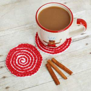 These Peppermint Swirl Coasters are perfect for adding holiday charm to your home or for gifting. Work up a set and pair it with some gourmet hot chocolate mix and marshmallows and you have a great gift set! www.petalstopicots.com #crochet #pattern #Christmas #holiday