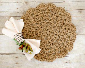 Jute Crochet Placemats ... Free Pattern | www.petalstopicots.com