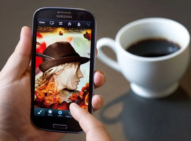 Adobe Photoshop Touch Now Available for iOS and Android Phones photoshoptouch1