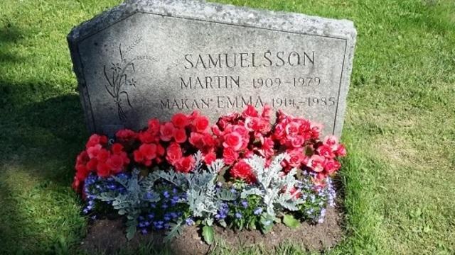 En bild på Morfar och Mormors grav på Norra Kyrkogården i Umeå.