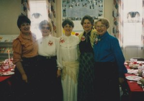 9302-valentine-luncheon-umw-hostesses1o