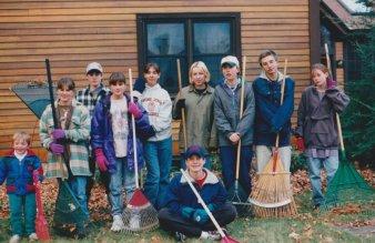 96fall-youth-group-with-rindge-umc-raking-lawns-lauren-stewart-jothan-herber-adam-karl-ruth-conroy-courtney-dunning-tim-tanya-jennifer-roberts1o