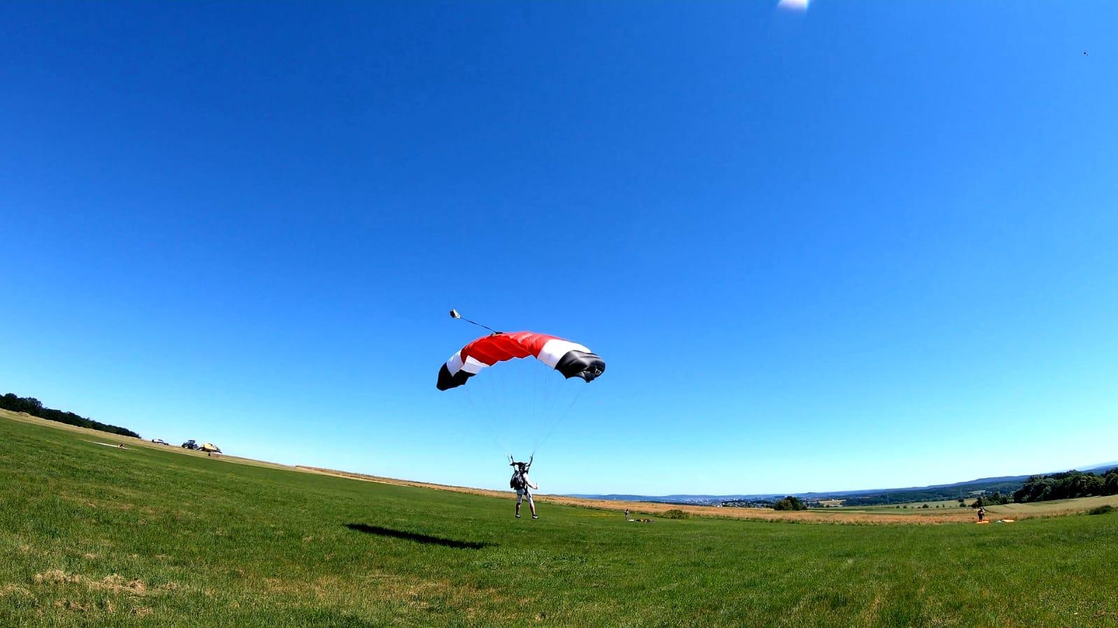 skydive fallschirmspringen peter lauritis
