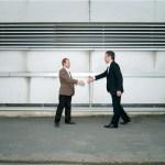 The Handshake - 413 UniForm/Kronans Droghandel: Tidningen Kanalen - Fotograf Peter Lindberg