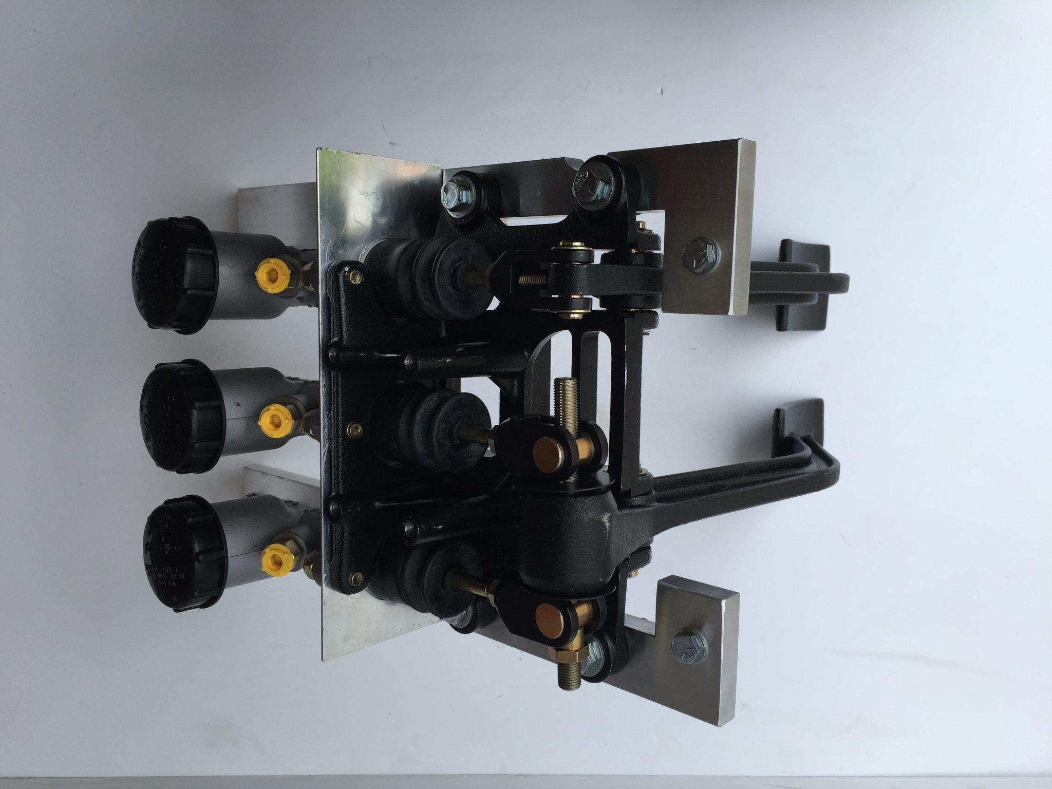 Triple Cylinder Pedal Box Including Balance Bar