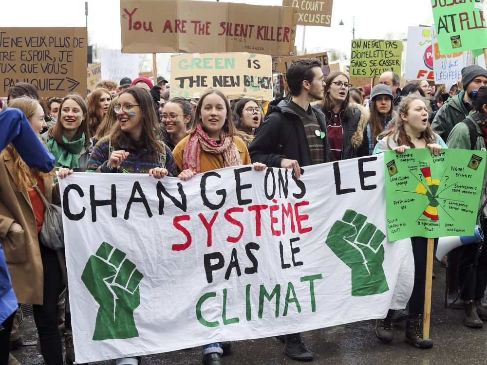 This image has an empty alt attribute; its file name is school-strike-for-climate-Montreal-15-Apr-2019-Mont-Gazette-0315-climate-change-1.jpg