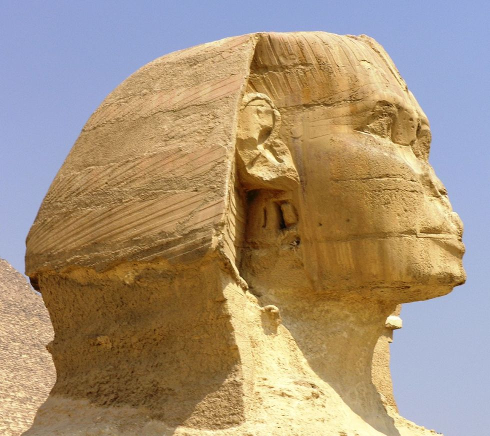 1151px-Giza_Plateau_-_Great_Sphinx_-_head_side_closeup.JPG