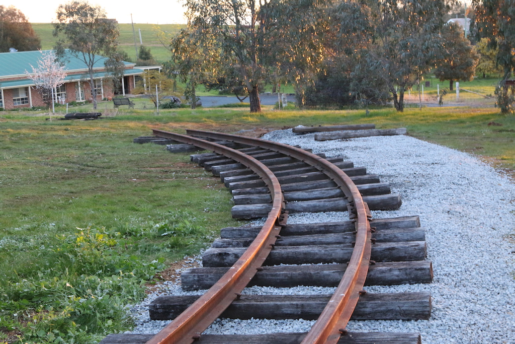 2016-3445: It is becoming obvious that the road-base, ballast and set track have not been curved sufficiently as Ben and I had previously marked out.