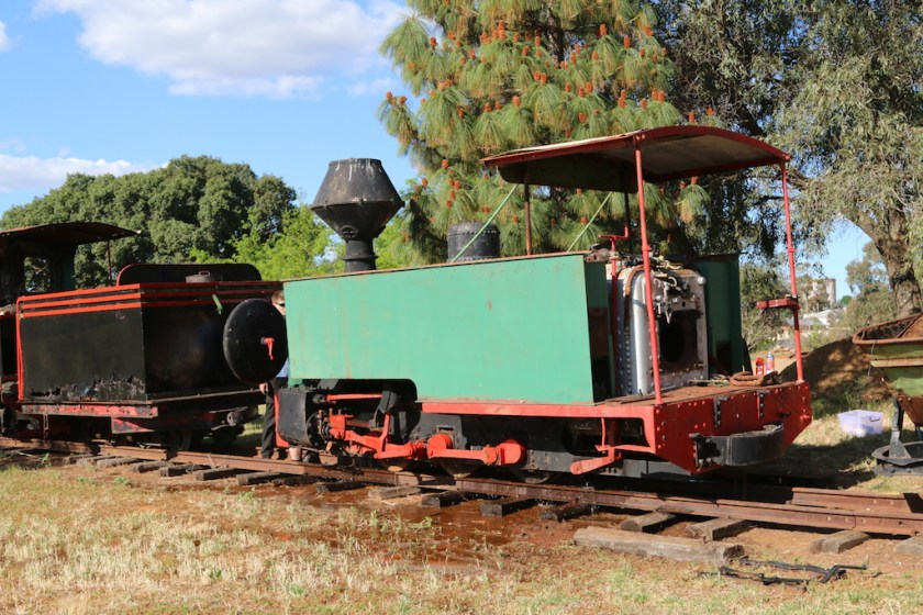 Image 2017/4835: Fowler B/n 8766 of 1900 – the water is from the boiler wash-out. Its rusted tender is in front of the loco.