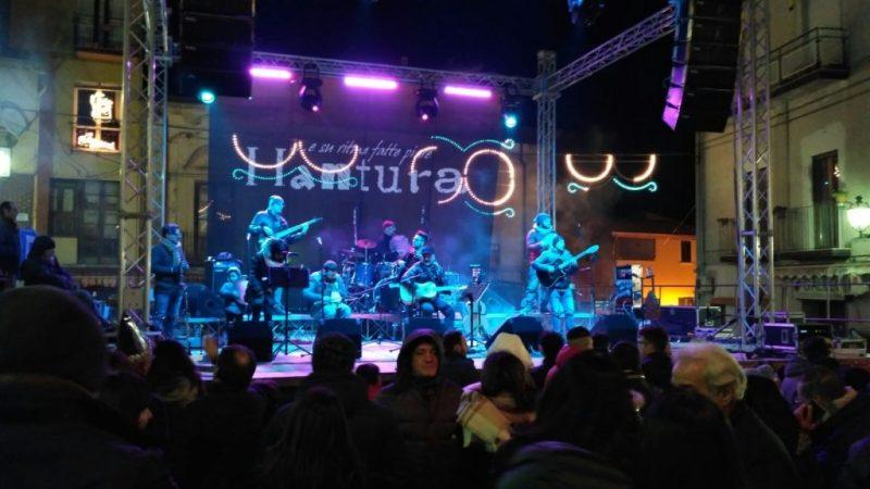 Grande successo e ritmi coinvolgenti al concerto di fine anno degli Hantura