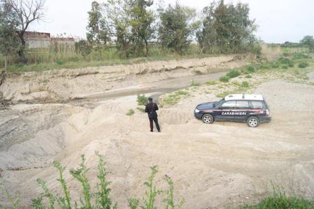 Tre persone arrestate per aver prelevato inerti dal fiume Neto