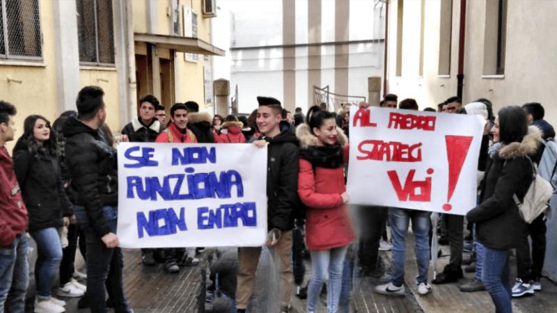 Scuola del legno: aule gelide e studenti in protesta