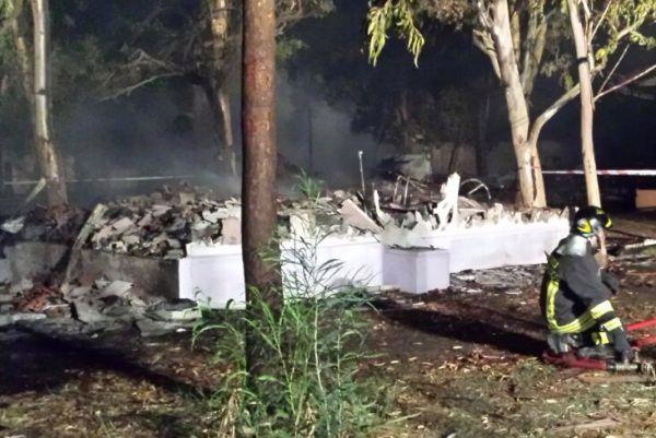 Incendiato un campeggio ad Isola