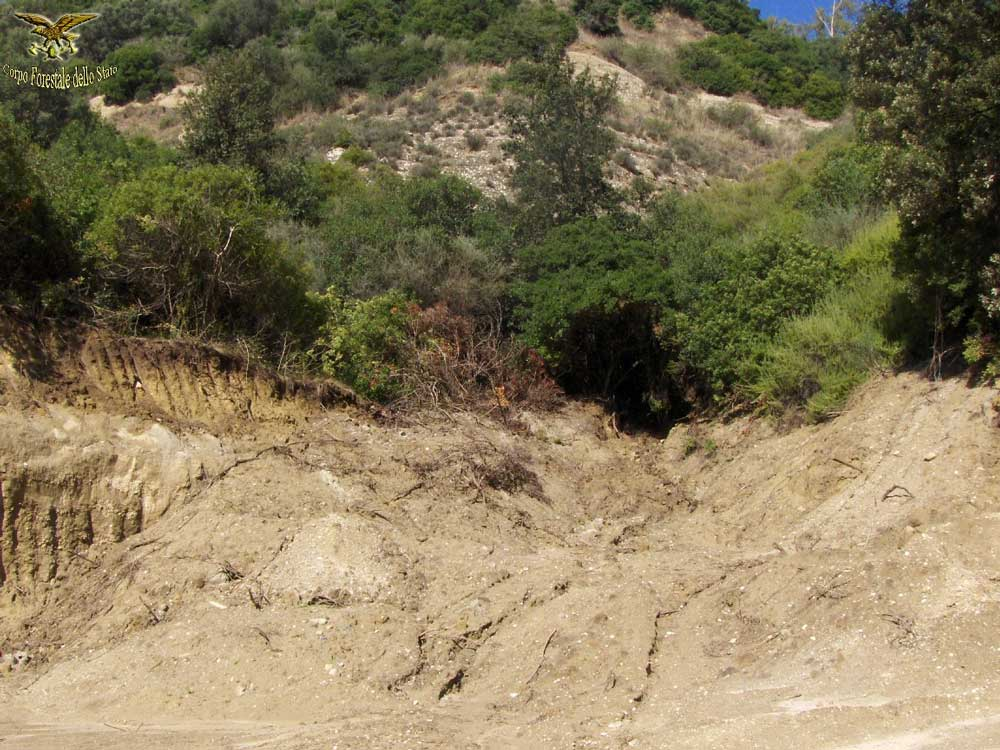Scoperta una cava abusiva e altri illeciti ambientali