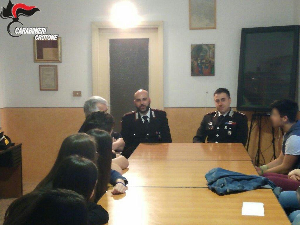 I Carabinieri incontrano gli adulti e i giovani per parlare di legalità