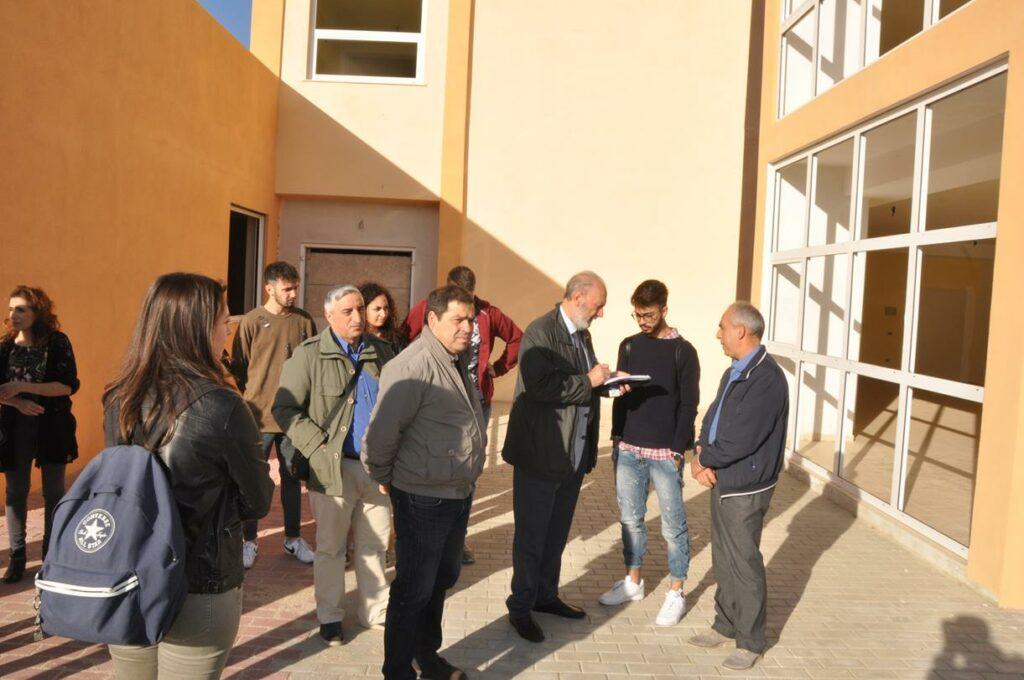 Comitato per la nuova sede del liceo scientifico di Petilia oggi davanti ai microfoni del Tg3