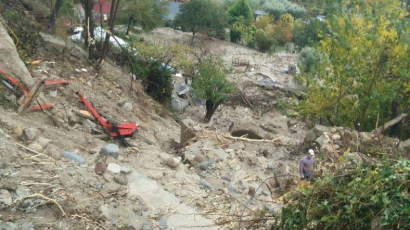 Allarme rosso per tutta la notte nella provincia di Crotone e Petilia Policastro si sgretola sotto l' acqua