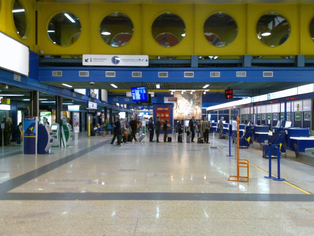 Lamezia Terme, furto di bagagli in aeroporto